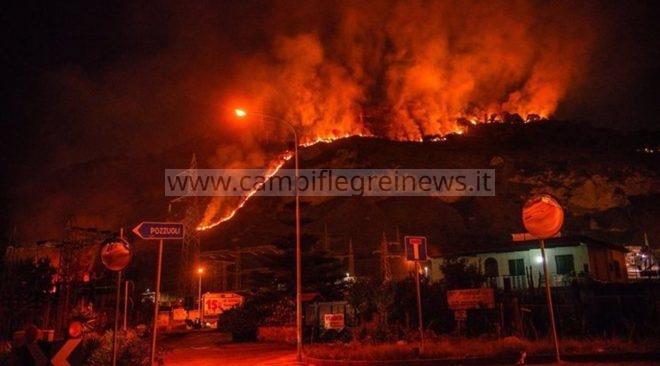 ULTIMORA/ A fuoco il Monte Barbaro, paura a via Campana|FOTO