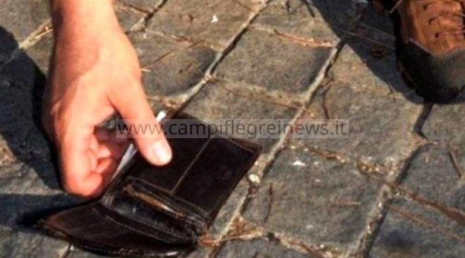 Trovano portafogli con denaro e carte di credito a via Napoli, 4 ragazzi rintracciano il proprietario e lo restituiscono