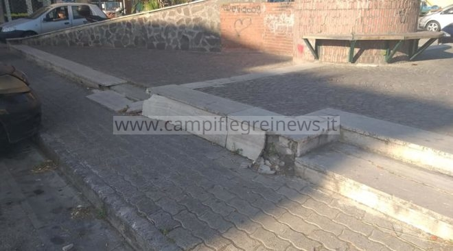 QUARTO/ Degrado e assenza di rampe per i disabili, ecco l'esterno delle Poste di via D'Acquisto|FOTO