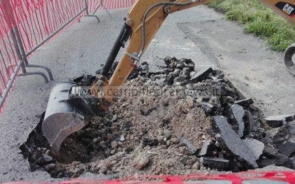 ARCO FELICE/ Strada collassa a causa delle fogne, chiusa al traffico la seconda traversa Miliscola