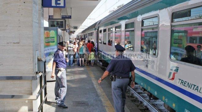 Voleva suicidarsi lanciandosi sotto un treno, 56enne salvata dalla Polizia di Stato