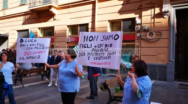 Asl Napoli 2 Nord, protesta delle operatrici socio sanitarie precarie davanti il palazzo della Regione - LE FOTO