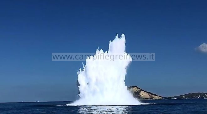 BACOLI/ Due ordigni bellici fatti brillare stamattina al largo di Capo Miseno
