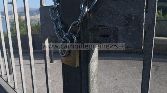 Virtus Baia sotto tiro, catena e lucchetto all'ingresso del Chiovato rischia di non far giocare la partita