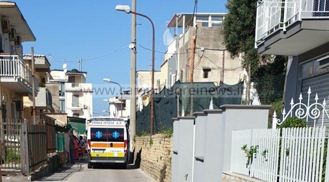 ULTIMORA/ Anziano trovato morto in casa dai vicini in via Virgilio al Fusaro, sul posto i carabinieri