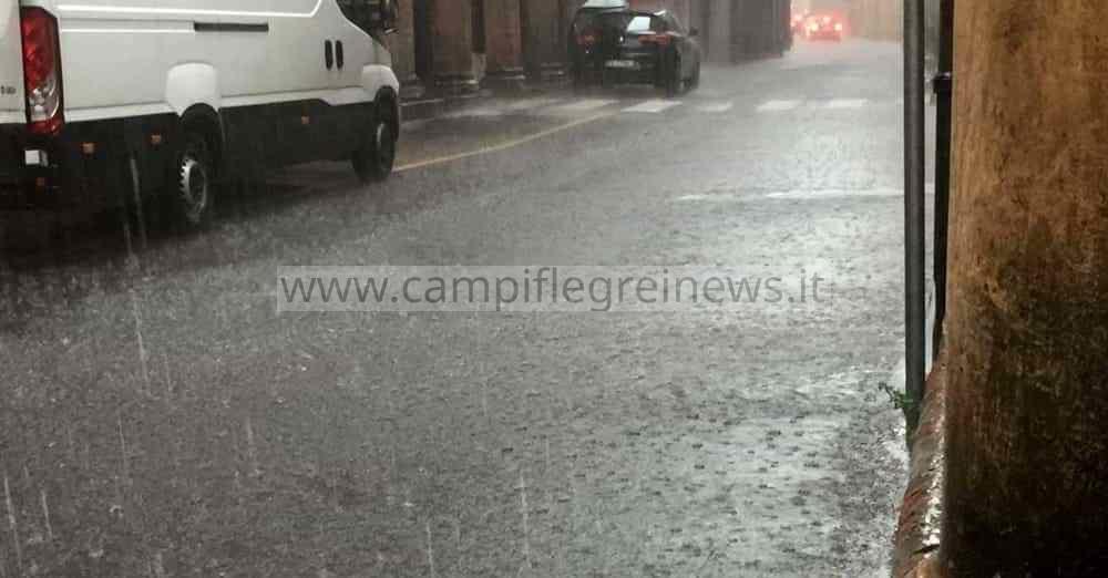 Campi Flegrei, allerta meteo arancione da mezzanotte: pioggia e vento forte