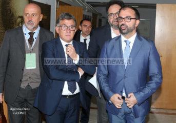 """Il Ministro Fioramonti in visita al """"Petronio"""" di Monterusciello per parlare di nuove tecnologie - LE FOTO"""