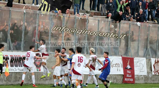 """Goduria Puteolana: boato al """"Conte"""" al 94', il goal di La Pietra vale il sorpasso e il primo posto - LE FOTO"""