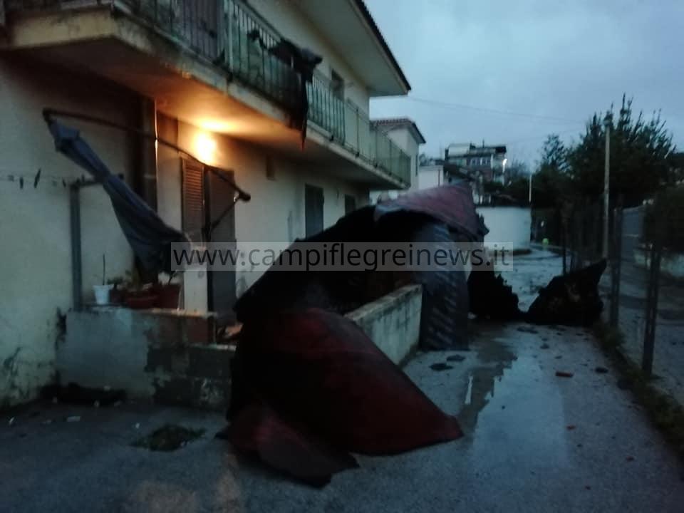 BACOLI/ Tromba d'aria colpisce Cuma, paura tra i residenti - LE FOTO