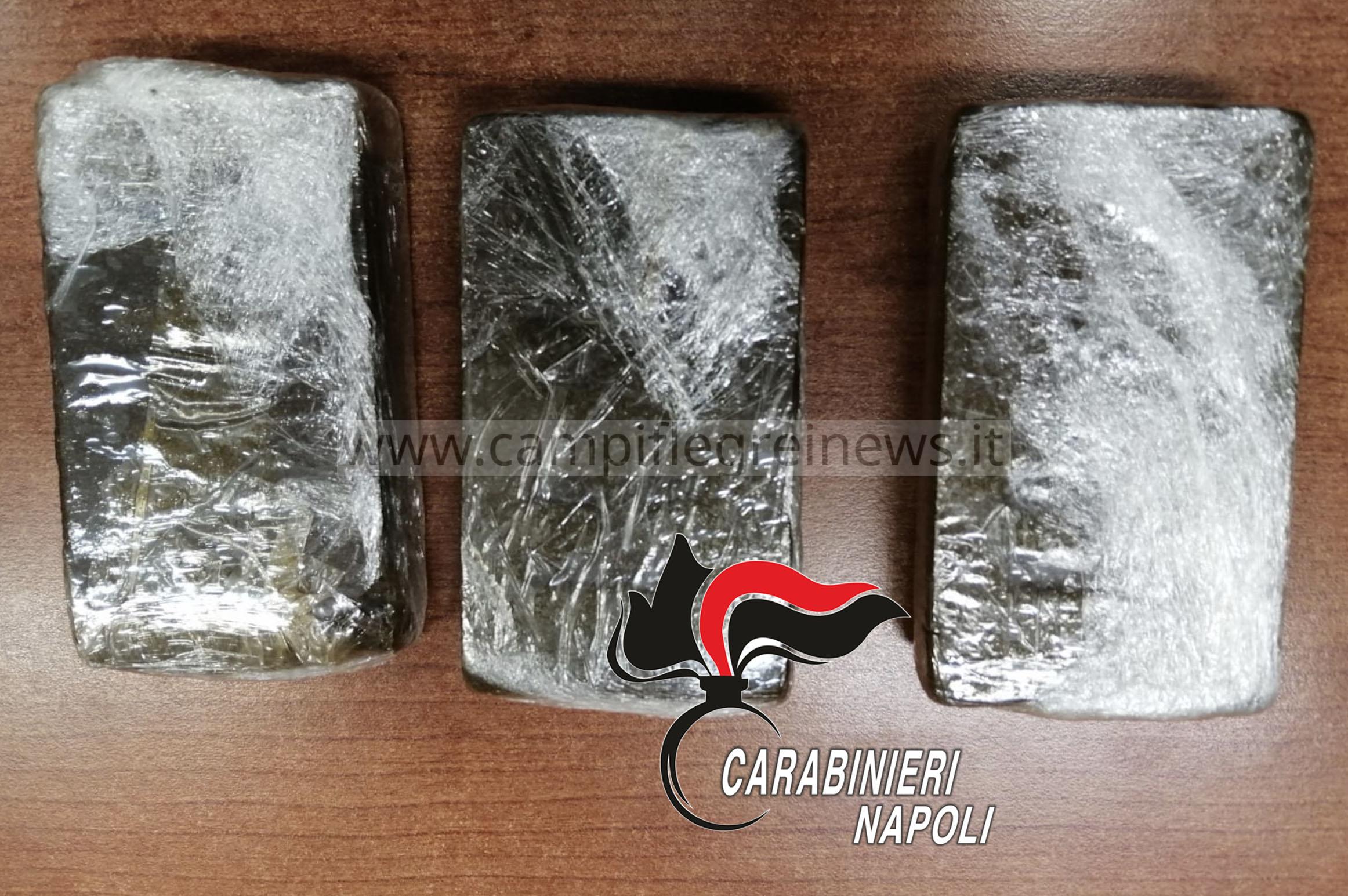 Tre panetti di hashish nascosti nelle mutande, arrestato un 27enne