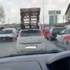 """QUARTO/ """"Sette pedane sul tetto dell'auto in giro per la città, follia e pericolo per la sicurezza"""""""