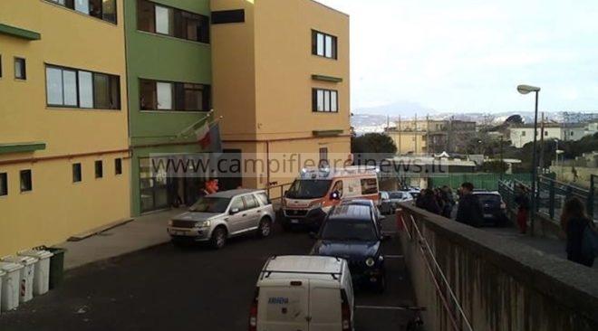 """POZZUOLI/ Terzo raid alla """"creolina"""" al Virgilio in 40 giorni, feste anticipate di 24 ore per gli studenti"""