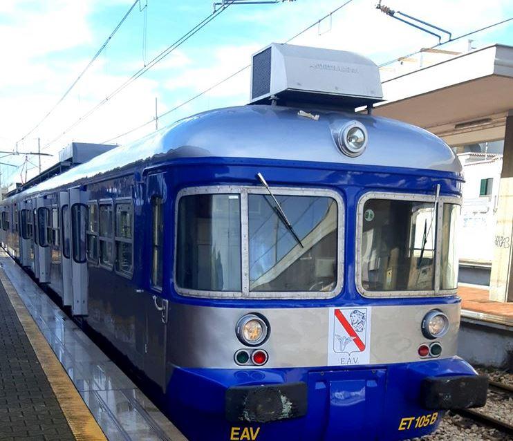 LICOLA/ Circumflegrea, venerdì nero per i pendolari: ritardi di 40 minuti e treni soppressi