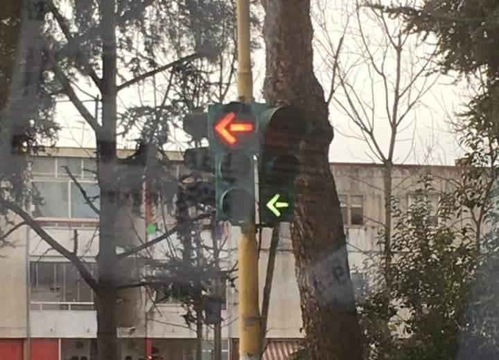 """MONTERUSCIELLO/ Semafori impazziti in via De Curtis: """"Si aspetta il morto prima d'intervenire?"""""""