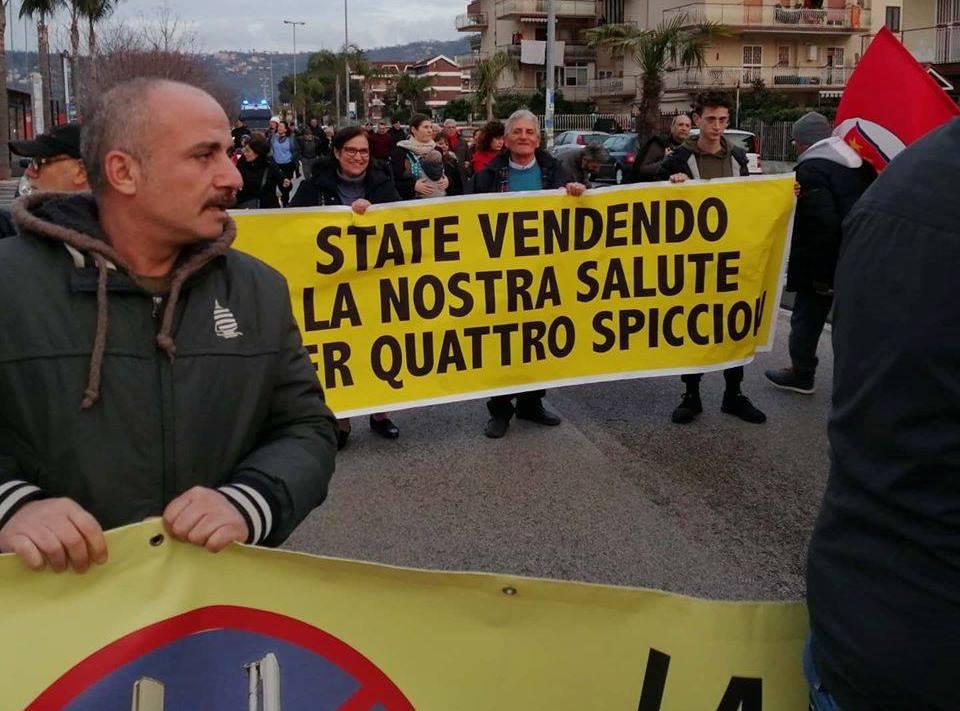 """QUARTO/ Marea di gente per il corteo """"No antenne 5G"""": polemica tra sindaco e comitato organizzatore"""