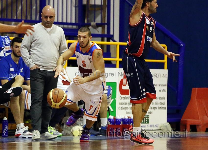 Basket Pozzuoli, per i flegrei inizio dei campionati con gli auguri di Marty Embry